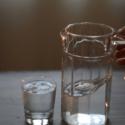 Klimatsmart sommar: kyl vatten i kylskåpet